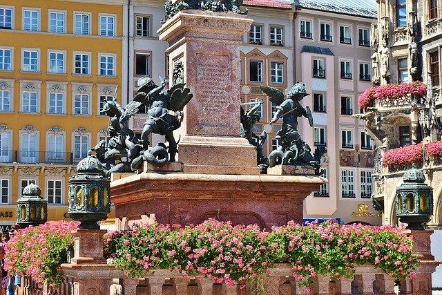 marienplatz-1685882_640